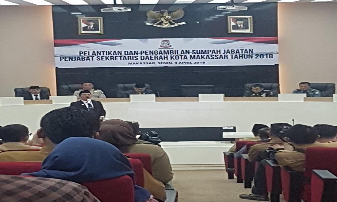 Pelaksana Tugas (Plt) Wali Kota Makassar, Syamsu Rizal secara resmi melantik dan mengambil sumpah jabatan Andi Muhammad Yasir sebagai Penjabat Sekretaris Daerah (Sekda) Kota Makassar, Senin (9/4/2018).