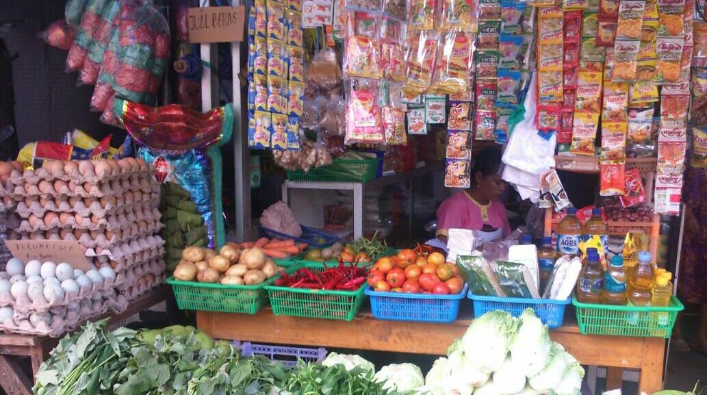 Jelan Ramadan Harga kebutuhan pokok di kota Makassar mulai naik.