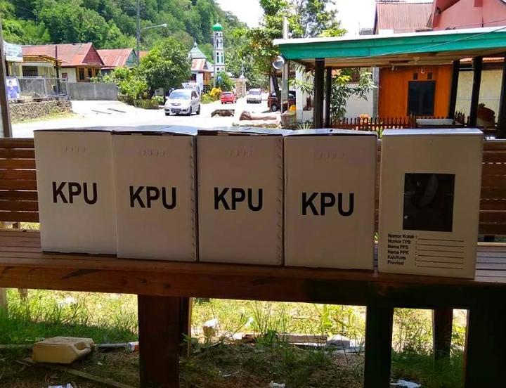 Warga Temukan Kotak Suara KPU di Jalan