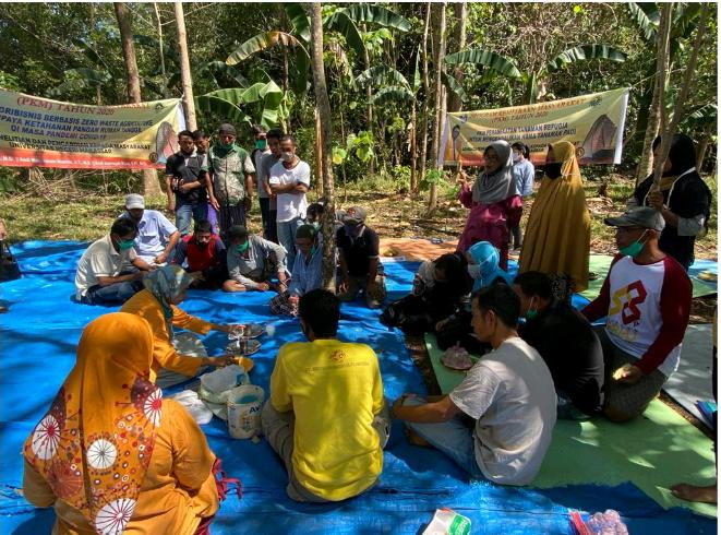 Dosen PTP FT UNM Secara Terpadu Ajar Warga Bertanih Ramah Lingkungan